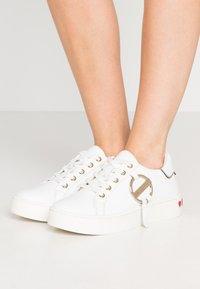 Love Moschino - DAILY LOVE - Trainers - white - 0