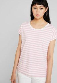 Vila - VIDREAMERS PURE  - Print T-shirt - begonia pink/snow white - 0