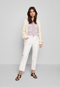 Cortefiel - CREW NECK BASIC BLOUSE WITH EYELETS DETAILS IN COLLAR - Blouse - white - 1