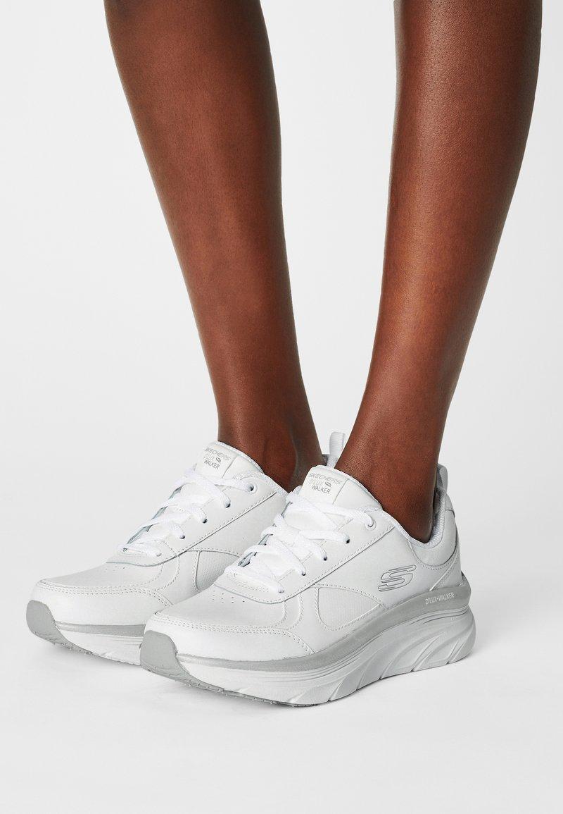 Skechers Sport - D'LUX WALKER - Sneakers laag - white/silver