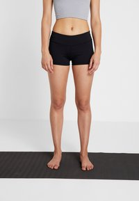 Curare Yogawear - YOGA SHORTS - Leggings - black - 0