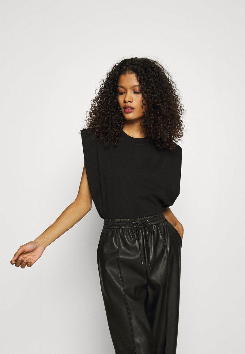 ARKET - Basic T-shirt - black