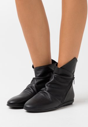Classic ankle boots - atenea