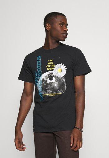 THE MAN ON THE MOON TEE - Print T-shirt - black