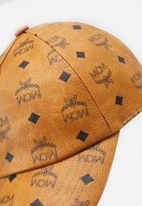 MCM - CLASSIC CAP IN VISETOS - Cap - cognac - 3