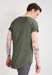Tigha - MILO - T-shirt - bas - vintage military green - 2