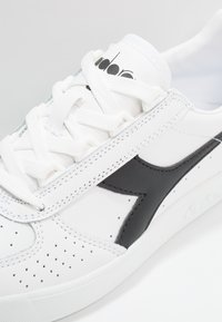 Diadora - B.ELITE - Trainers - white/black - 5