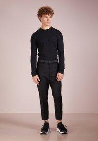 Emporio Armani - Maglietta a manica lunga - nero - 1