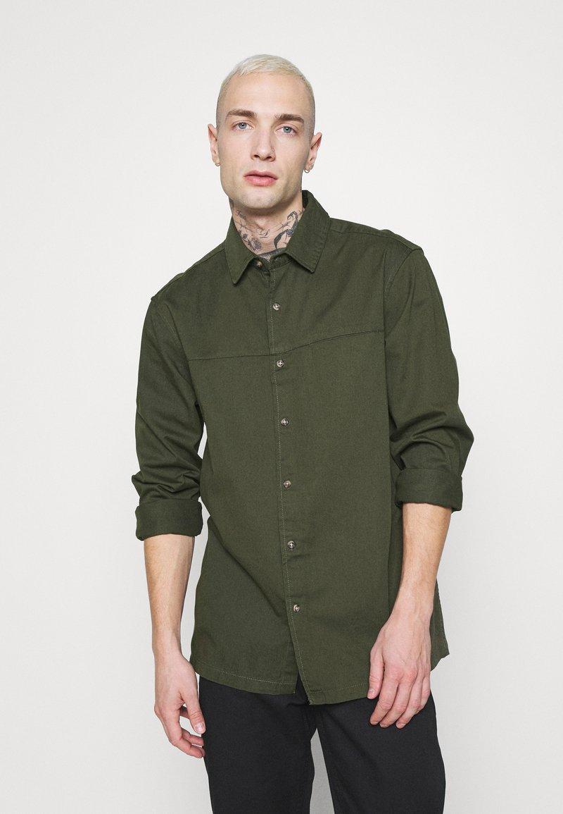 Topman - CUT'N SEW KENT COLLAR - Camisa - green