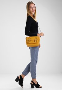 Even&Odd - Across body bag - mustard - 1