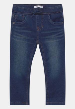 NMMROBIN DNMTHAYERS - Straight leg jeans - dark blue denim