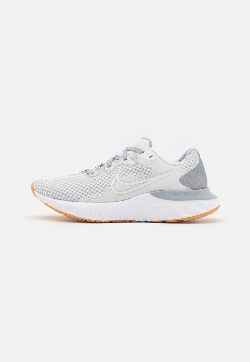 Nike Performance - RENEW RUN 2 - Zapatillas de running neutras - platinum tint/summit white/wolf grey/yellow/chile red