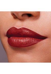 Maybelline New York - COLOR SENSATIONAL THE CREAMS - Lipstick - brick beat - 2