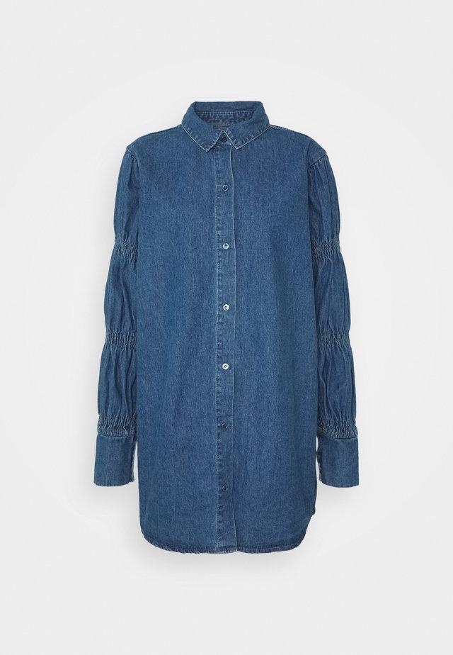 ELASTICATED PUFF SLEEVE DRESS - Denimové šaty - blue