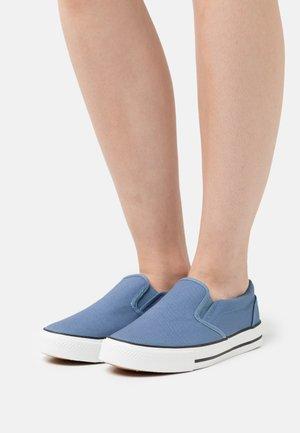 WIDE FIT NELSON - Sneakers basse - iris