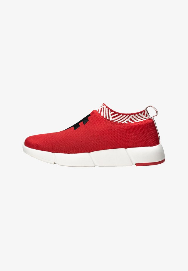 WATERPROOF COFFEE SNEAKERS - Matalavartiset tennarit - passion red