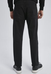 Auden Cavill - Trousers - schwarz - 2