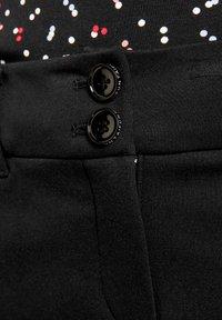 Taifun - FREIZEIT SKINNY LOW - Trousers - black - 2