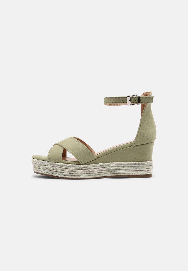 Sandales à plateforme - sage