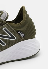 New Balance - ROAV LACES UNISEX - Neutral running shoes - green
