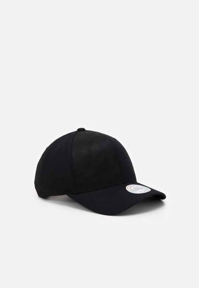 REVOLVE - Keps - black
