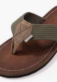 Barbour - TOEMAN BEACH - Sandály s odděleným palcem - olive - 5
