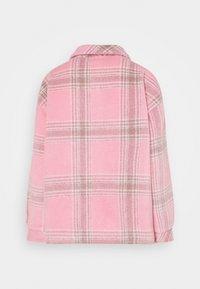 Missguided Petite - BRUSHED CHECK SHACKET - Košile - pink - 1