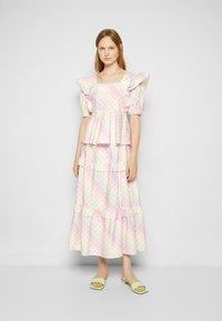 Olivia Rubin - ELLI - T-shirt con stampa - light pink - 4