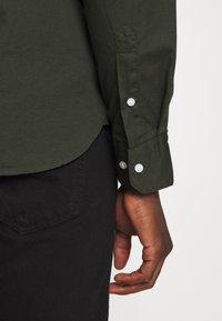 Calvin Klein - STAND COLLAR LIQUID TOUCH - Shirt - green - 3