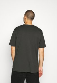 Jack & Jones - JCOPALM  - Print T-shirt - pirate black - 2