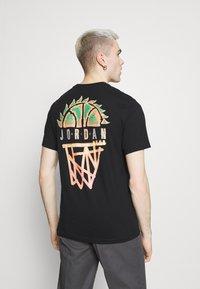 Jordan - DNA CREW - T-shirt med print - black - 2