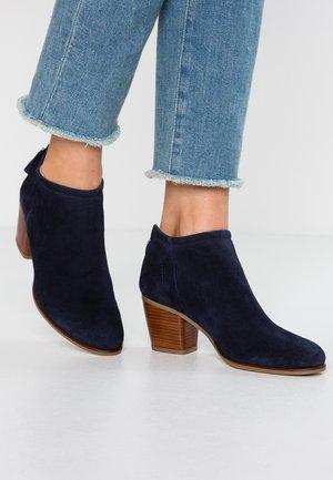 LEATHER BOOTIES - Støvletter - dark blue