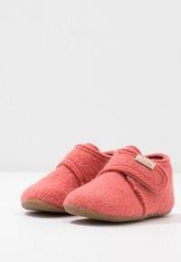 Living Kitzbühel - BABYKLETT - Slippers - coral - 3