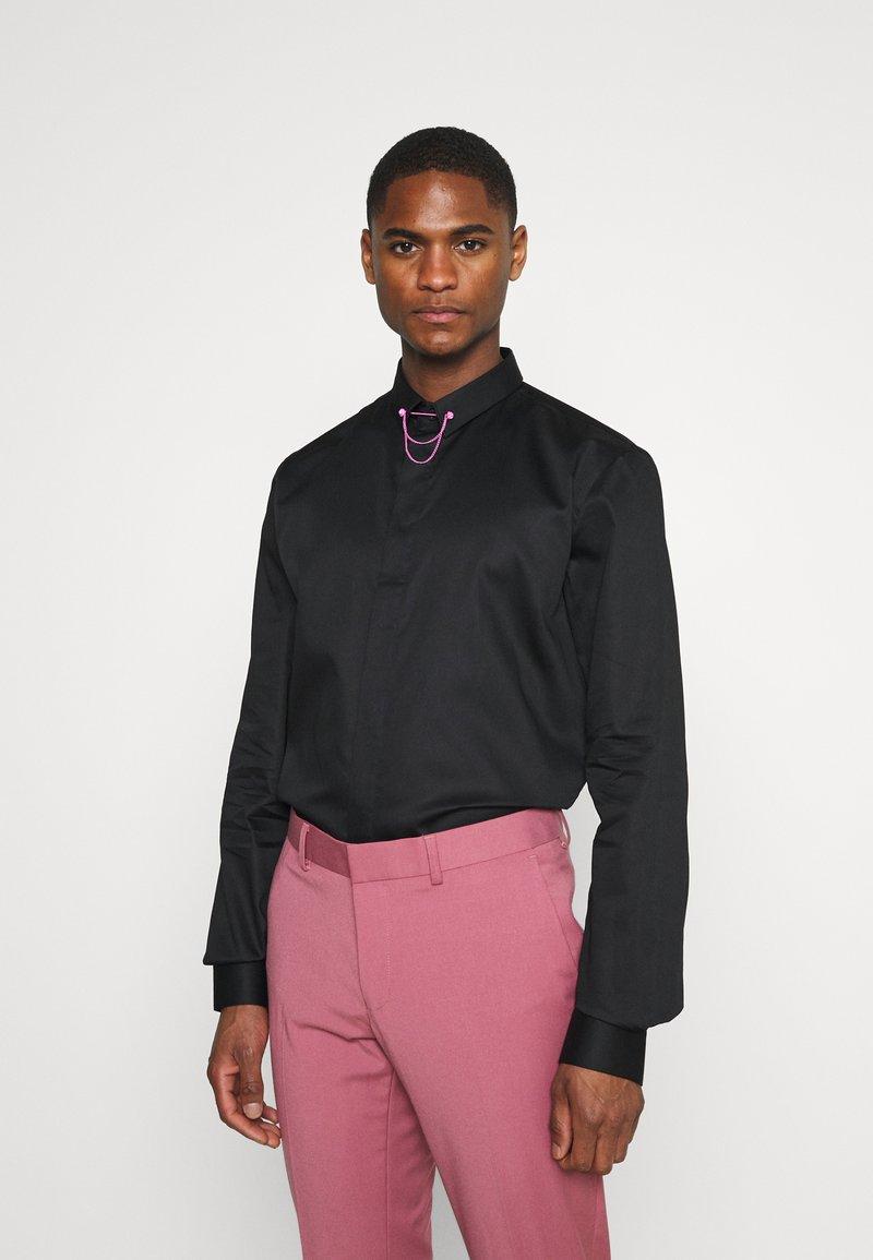 Twisted Tailor - LYNTON - Kostymskjorta - black
