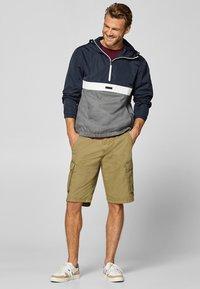 Esprit - Shorts - olive - 1