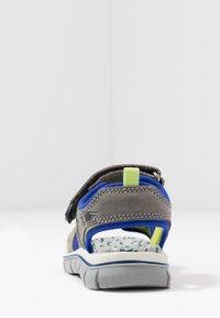 Primigi - Chodecké sandály - grey - 4