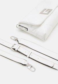 Guess - BRIGHTSIDE SHOULDER BAG - Bolso de mano - white - 4