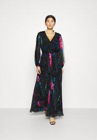 Guess - EKATERINA DRESS - Długa sukienka - botanical flow - 1