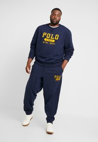 Polo Ralph Lauren Big & Tall - VINTAGE  - Pantalon de survêtement - cruise navy - 1