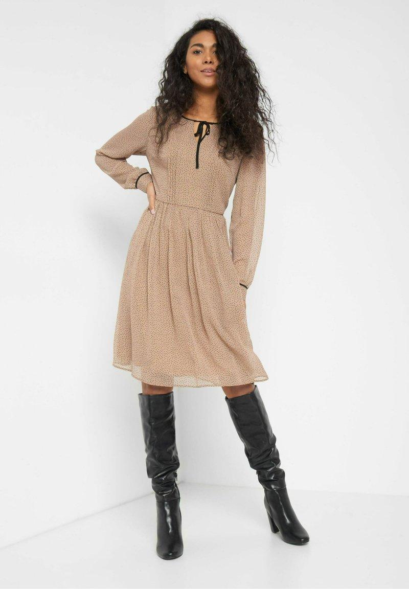 ORSAY - PUNKTEN - Jumper dress - creme beige
