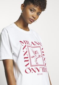Missguided - MILANO GRAPHIC SHORT SLEEVE  - T-shirt con stampa - white - 4