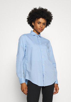 RELAXED LONG SLEEVE BUTTON FRONT SHIRT - Button-down blouse - austin blue