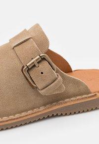 LAST STUDIO - DANTE - Pantoffels - beige - 5