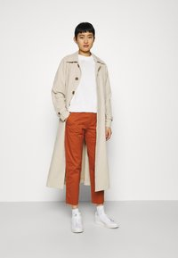 GAP - GIRLFRIEND UTILITY  - Pantalones - rusty - 1