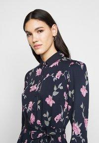 PIECES Tall - PCGLYDA MIDI DRESS - Shirt dress - sky captain/winsome orchid flowers - 3