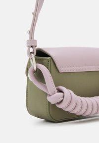 Pieces - PCPUPLIA CROSS BODY - Across body bag - bridal rose/green/silver-coloured - 3