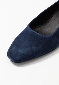 Vagabond - JOYCE - Klasické lodičky - dark blue - 2