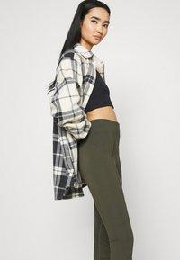 Nike Sportswear - LEGASEE ZIP - Legging - cargo khaki/white - 3