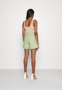 Fashion Union - JESSIE - Shorts - green - 2