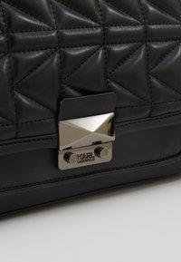 KARL LAGERFELD - KUILTED SMALL SHOULDERBAG - Håndtasker - black - 6